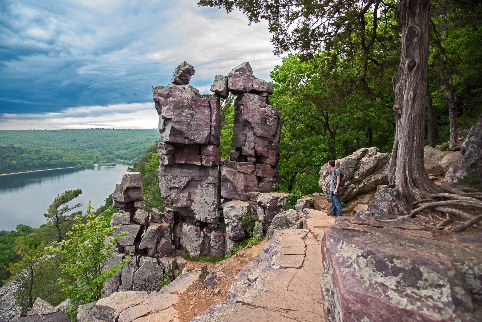 12 Stunning Places to Go Hiking In and Near Chicago