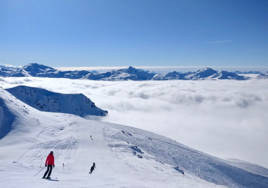 Skiing for Beginners: 15 Tips & Secrets for a Successful First Ski Trip
