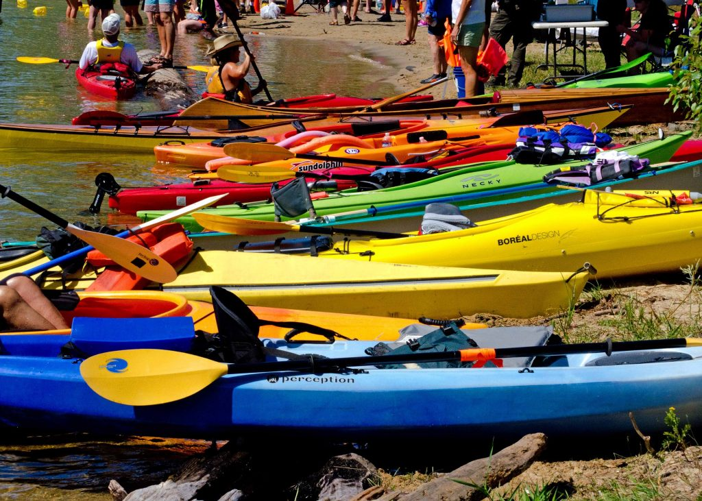 Beginners looking to kayak can rent their gear from outfitters, marinas, or shops along the beach.