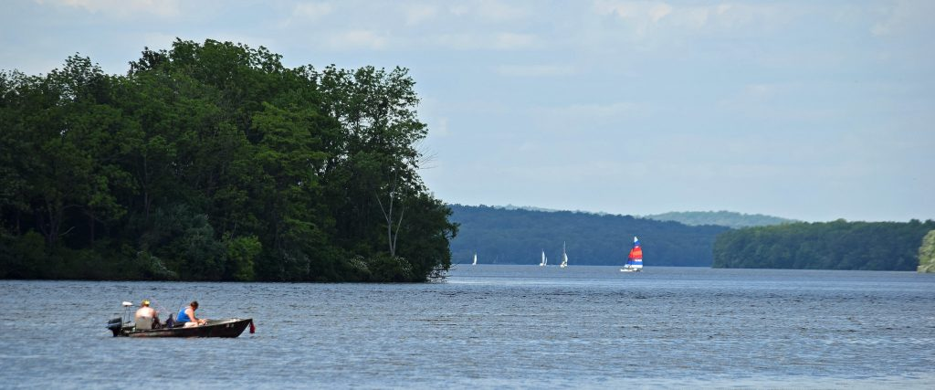 Sailboats, boats, canoes, and kayaks take the water at Nockamixon State Park! Visitors enjoy paddling around the tree-lined coasts.