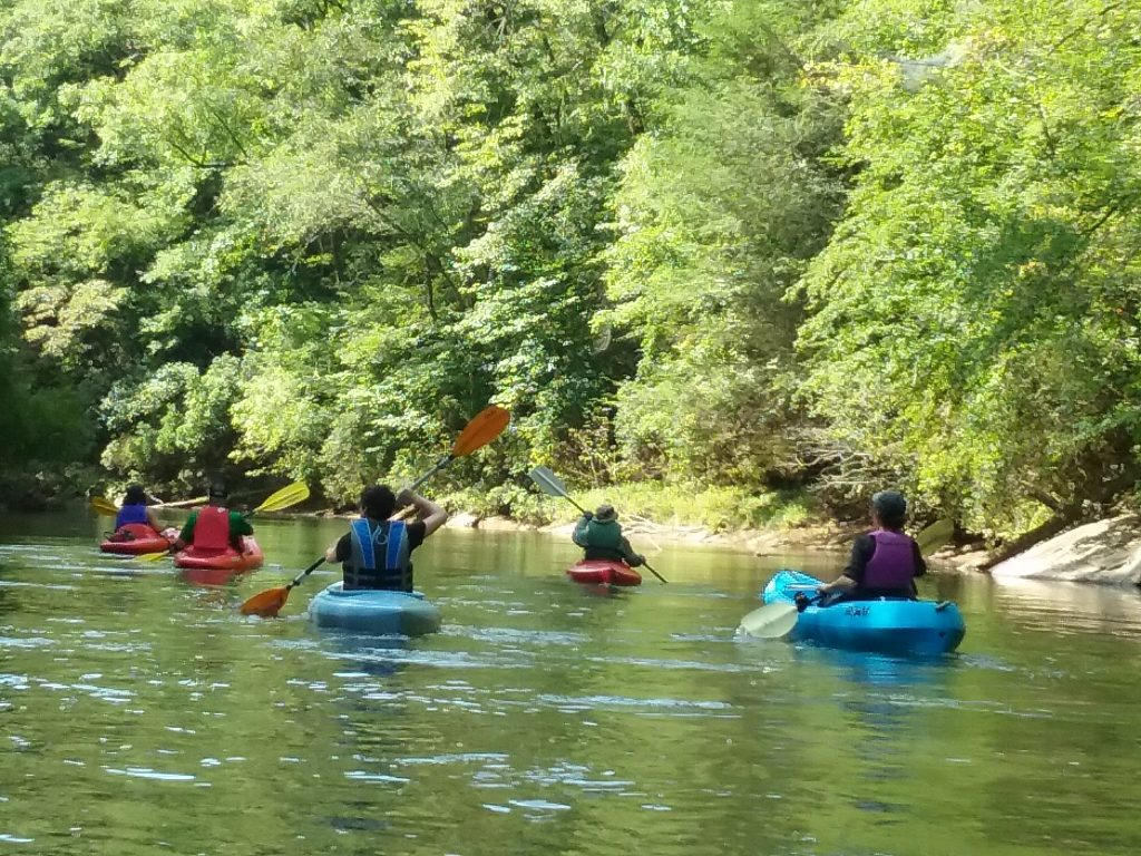 Chestatee River is a beautiful spot to enjoy a relaxing paddle this summer! Kayaking in Atlanta is such a fun outdoor activity!